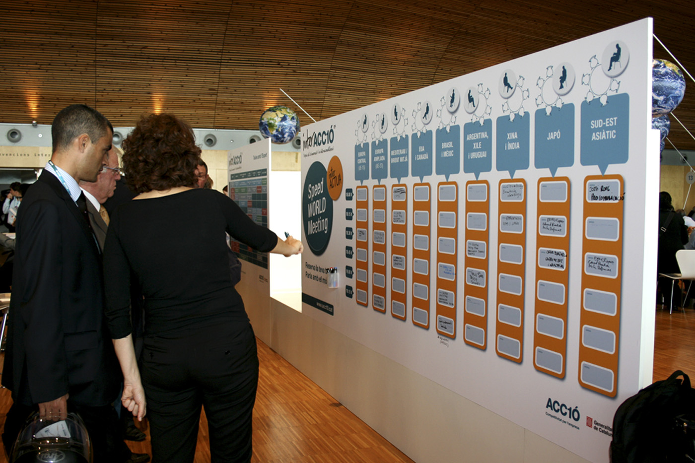 07-interaccio-stand-evento-disseny-grafic-creartiva-expositores