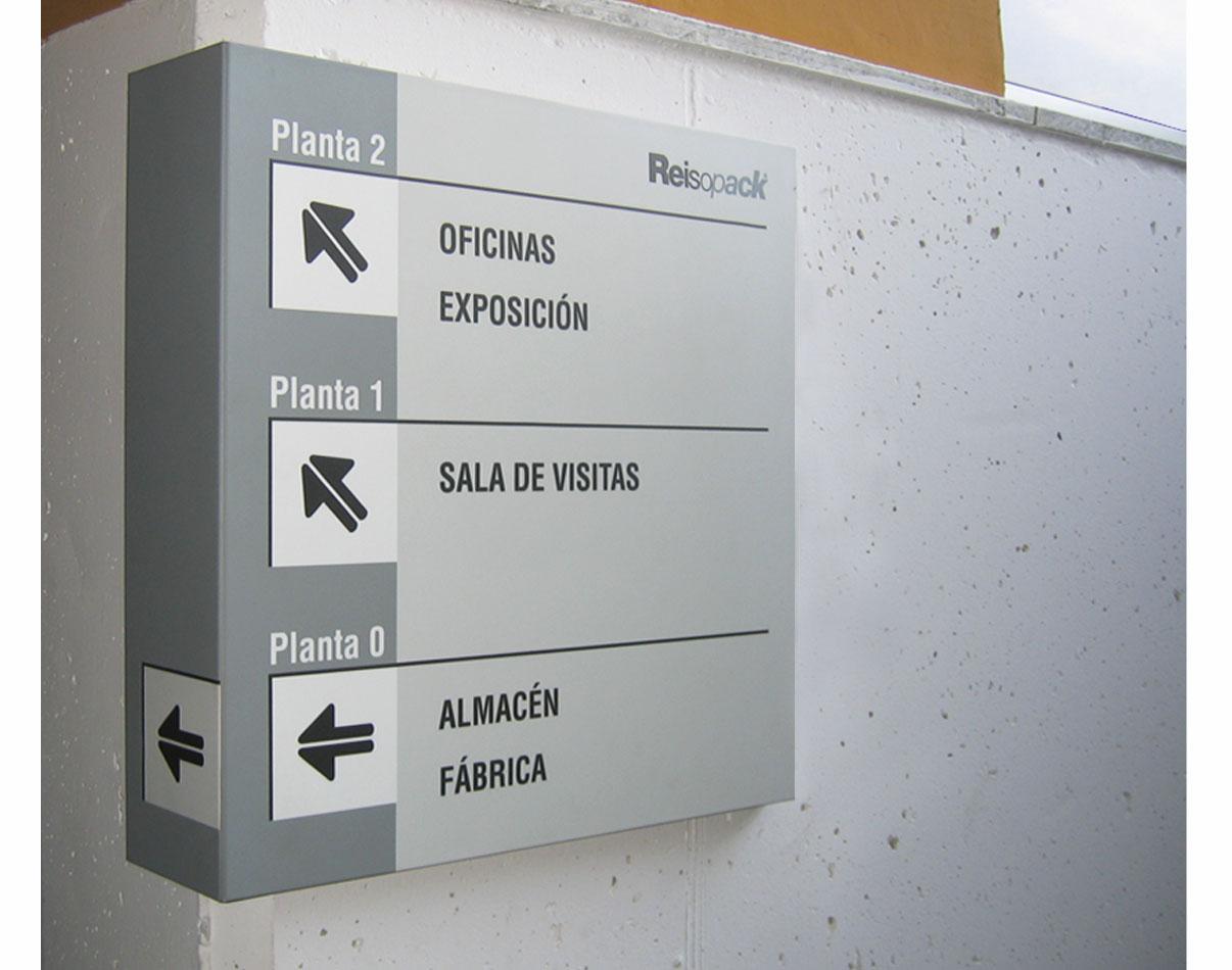03-reisopack-creartiva-senyaletica-señaletica-disseny grafic-espai-indicacion